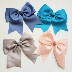 Other - 🆕️ Girl Hair Bows with alligator Clip.